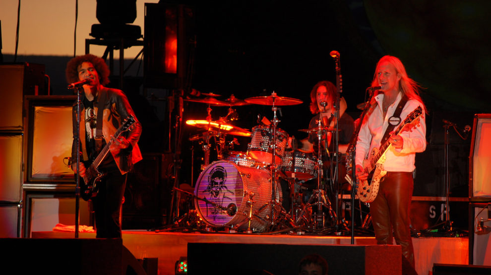 Alice In Chains playing live