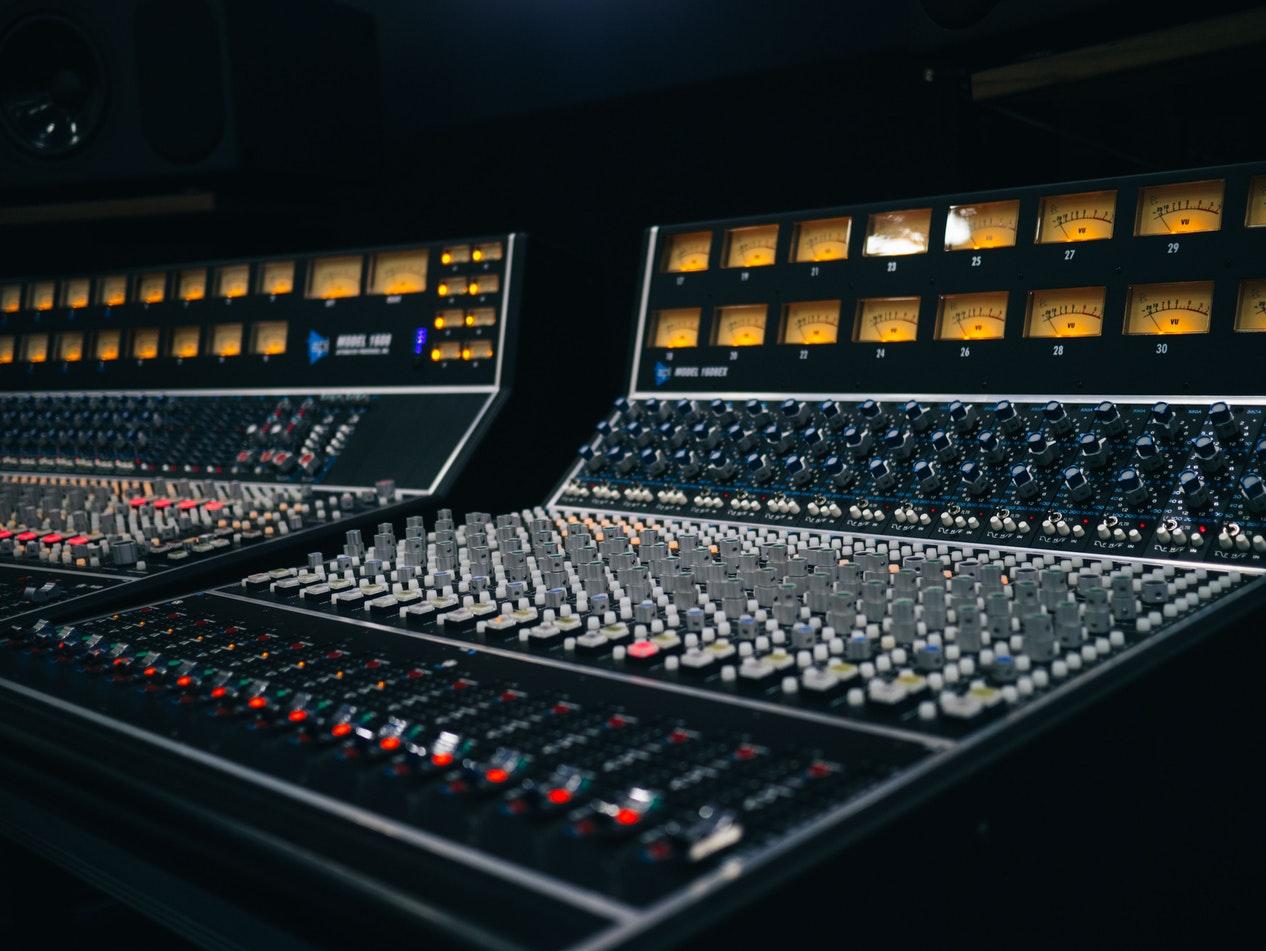 random mixing console